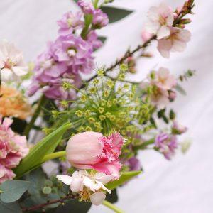 Ramos y centros de flores frescas