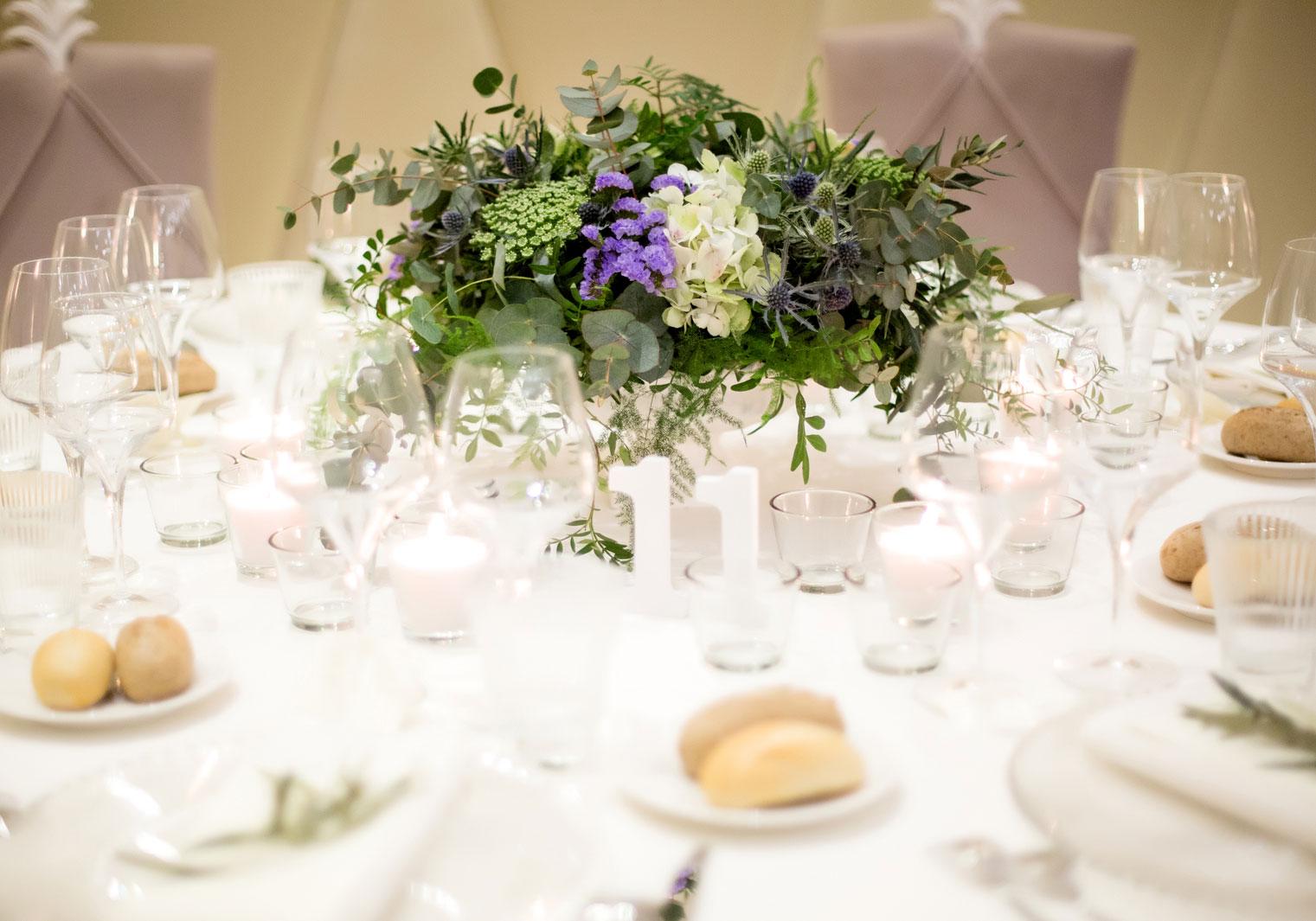 Centro de mesa de flores para una boda elegante