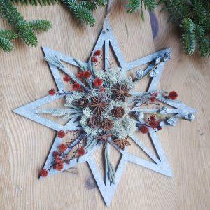 Estrella de Navidad de ocho puntas hecha de madera.