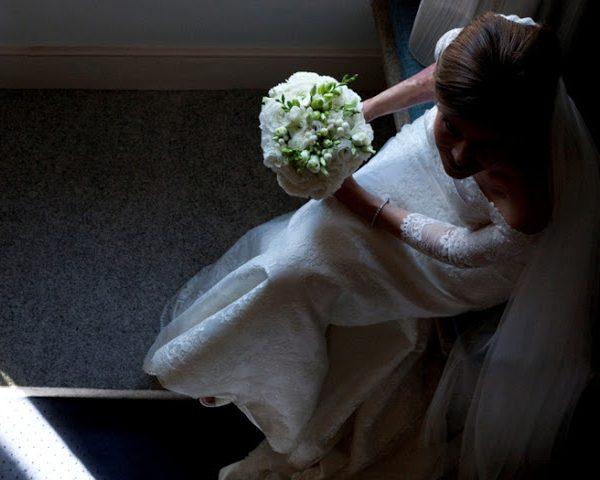 Ramo de novia clásico con flores blancas