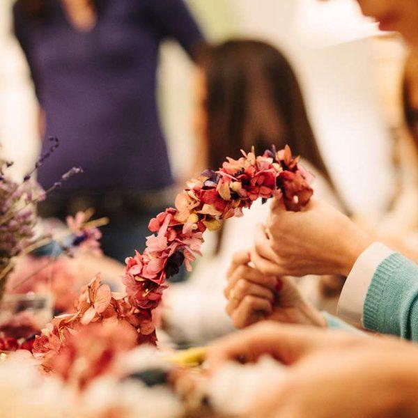Taller de coronas de flores para el pelo